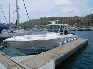 Boston Whaler Outrage 370 boatmatch.com