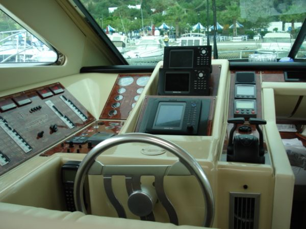 Ferretti 48' flybridge Power Boat For Sale - €450000