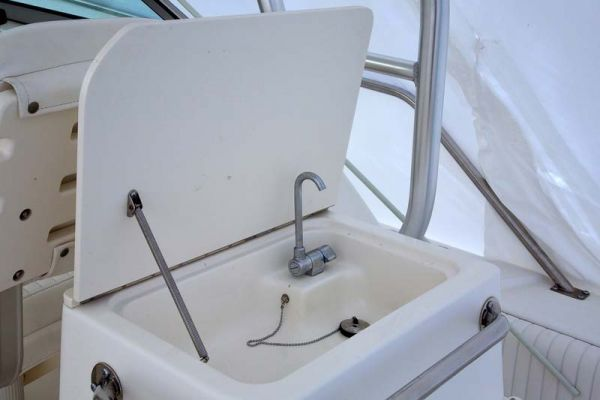 Boston Whaler Conquest 26 Power Boat For Sale ...