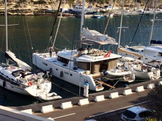 sell Lagoon 52 Owners Version For Sale